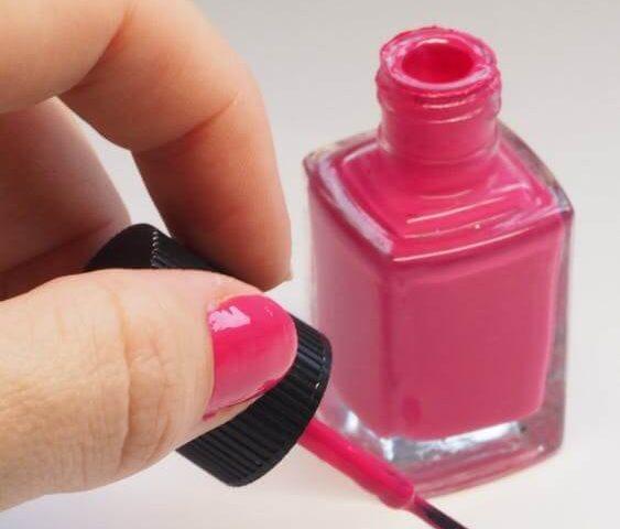 lakier różowy fuksja